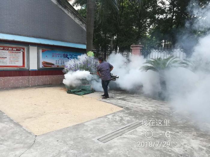 学校灭蚊施工现场
